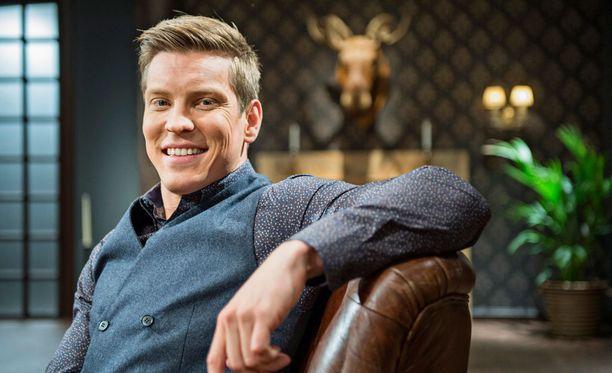 Antti Holman oma puheohjelma Antti Holma Show alkaa 17. syyskuuta MTV3-kanavalla. Kauheimmat runot -teoksesta on otettu jo toinen painos.
