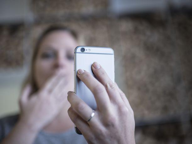 Suojepoliisi haluaa jatkossa tietää missä ja milloin suomalaiset käyttävät WhatsAppia ja Messengeria.