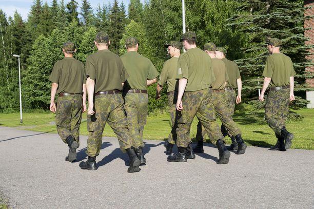 Joonas Koskista motivoi lähteä armeijaan nopeasti, jotta hän pääsee aloittamaan yliopisto-opinnot vuoden päästä. Kuvituskuva.