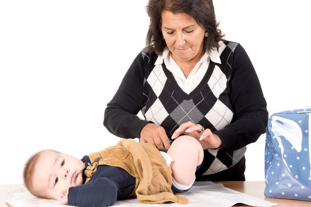 Ihminen tulee iän myötä joustavammaksi, mikä vaikuttaa myös siihen, etteivät vanhempana äidiksi tulleet juurikaan moiti ja rankaise lapsiaan.