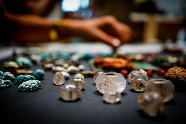 Esineet ovat olleet manaajan käytössä ja niillä on loihdittu onnea pääasiassa naisille, päättelevät arkeologit.