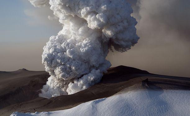 Eyjafjallajökullin ja Katlan purkaukset ovat yleensä tapahtuneet peräkkäin.