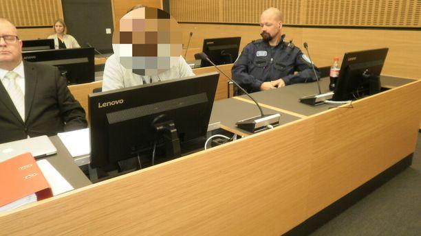Avopuolisonsa murhasta syytetty mies kertoi oikeudessa, ettei muista tapahtumista mitään.