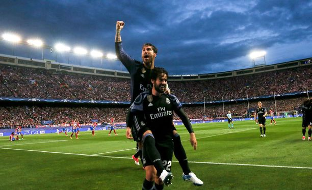 Ilta oli Real Madridin. Sergio Ramos ja Isco juhlivat.