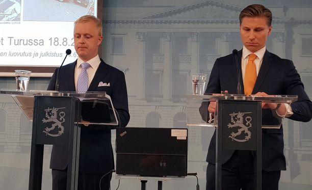 Tutkintaryhmä luovutti selosteen oikeusministeri Antti Häkkäselle tänään.