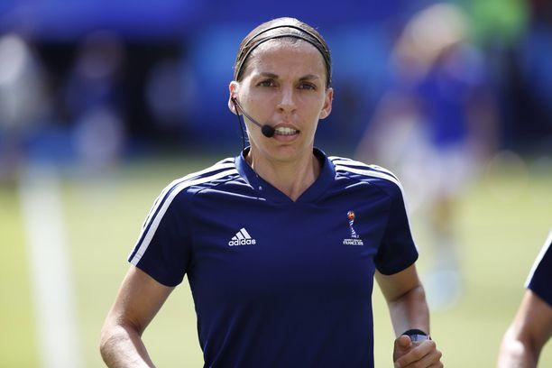 Stéphanie Frappart tuomitsee Liverpoolin ja Chelsean Super Cup -finaalin.