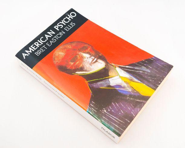 Bret Easton Ellisin American Psycho (suom. Amerikan Psyko) ilmestyi Yhdysvalloissa kohun keskellä aluksi vain pehmeäkantisena.
