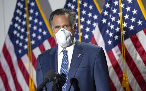 """Trumpin päätös lieventää luottomiehensä tuomiota kuohuttaa – republikaanien Romney: """"Historiallista korruptiota!"""""""