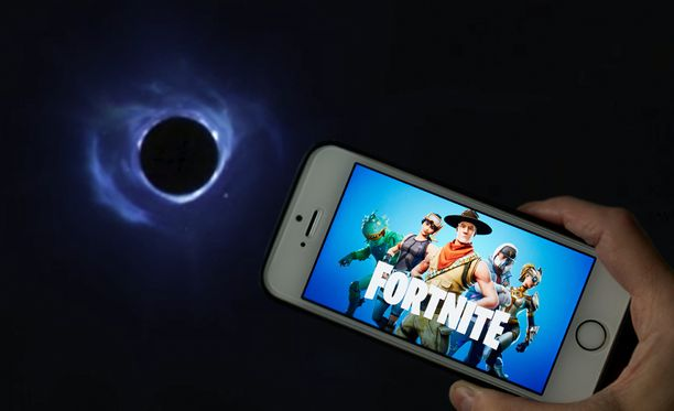 Pelissä näkyy ainoastaan musta aukko.