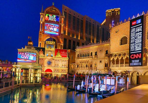 Tällä hetkellä huoneiden lukumäärällä mitattuna suurin hotelli on Las Vegasissa. Kuva vuodelta 2015, jolloin CNN järjesti Venetian-hotellissa vaaliväittelyn.