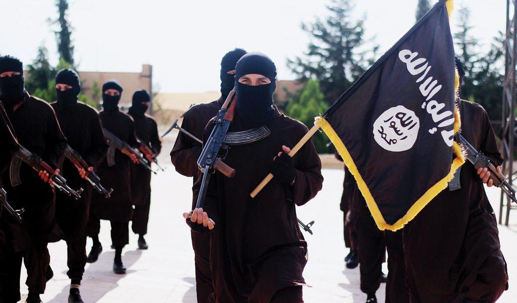 Isis-järjestön taistelijoita järjestön propagandakuvassa.