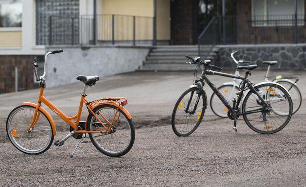 Poliisi pyytää vihjeitä väkivaltaisesti käyttäytyneestä polkupyöräilijästä Salossa. Kuvituskuva.
