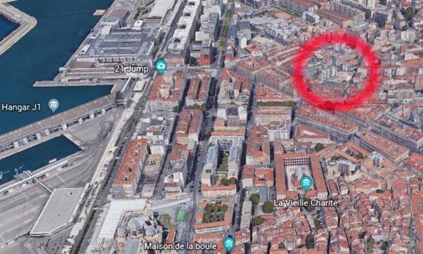 Kuva risteystä ylittävästä etsintäkuulutetusta on otettu hiljattain Marseillen sataman tuntumassa.