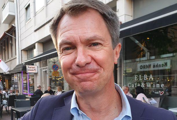 Peter Nyman, 52, on tunnettu suomalainen toimittaja ja uutisankkuri.