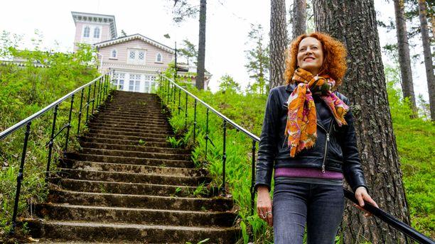 Saimi Hoyer rakastaa Punkaharjua yli kaiken. Nyt hän kertoo parhaat vinkkinsä alueella reissaaville. Saimi asuu pienemmässä kylässä, hotellista noin 40 kilometrin päässä.