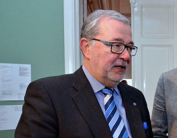 Entinen kiekkovaikuttaja Jyrki Santala on nykyään kokoomuksen Uudenkaupungin kunnallisjärjestön puheenjohtaja.