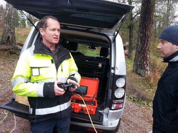 Savukosken pitkäaikainen ystävä, Loxus Technologies Oy:n Mikko Simola toi Savukoskelle näytille vedenalaisen robottikameran Nuuksioon.