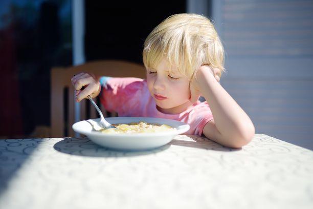 Nirso lapsi ei muutu kaikkiruokaiseksi pakon alla.