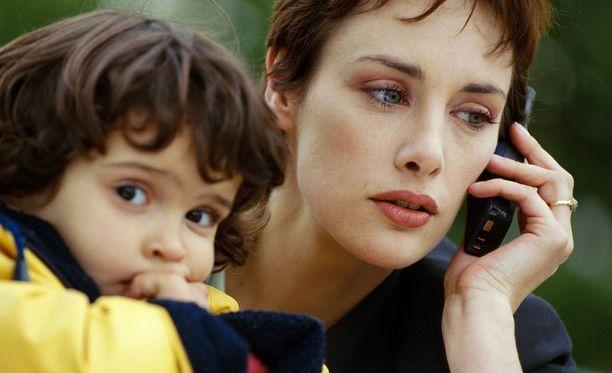 Vanhemmat ovat lastensa seurassa yhä enemmän muissa maailmoissa.