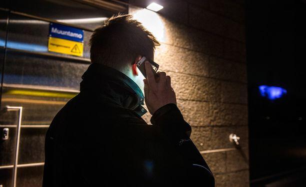 Tullin tutkinnanjohtaja kuunteli puhelu laittomasti elokuusta 2009 maaliskuuhun 2010. Kuvituskuva.
