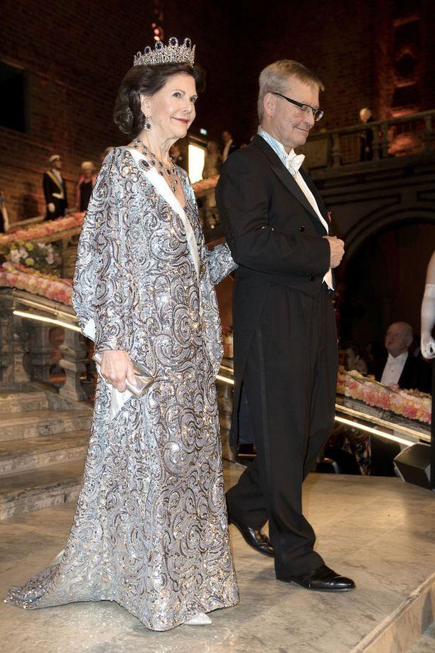 Vuonna 2016 kuningatar Silvia juhli hopeaglitterissä.