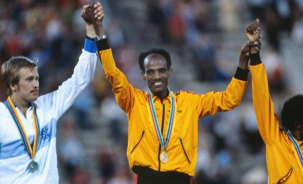 Kaarlo Maaninka jäi hopealle, kun Miruts Yifter juoksi 10 000 metrillä olympiakultaan Moskovassa 1980.