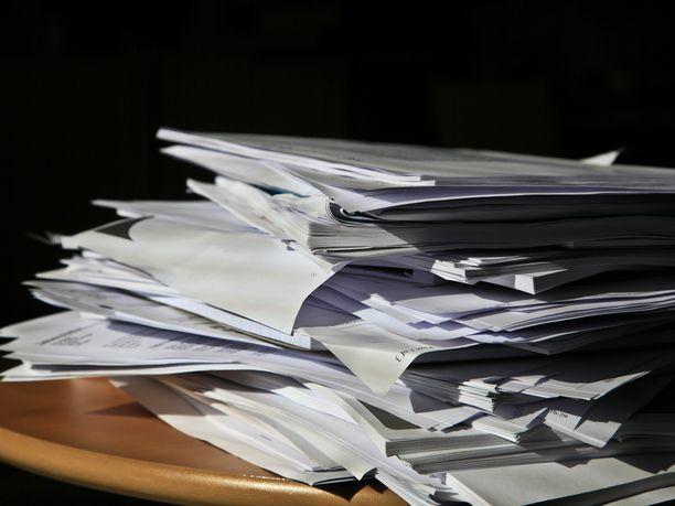 Paperia kertyy helposti ja sen järjestyksessä pitäminen on työlästä, Ammattijärjestäjä Ilana Aalto vinkkaa, että viranomaiskirjeet kannattaa tilata Suomi.fi-palvelun kautta. Se on pieni helpotus paperitulvaan.