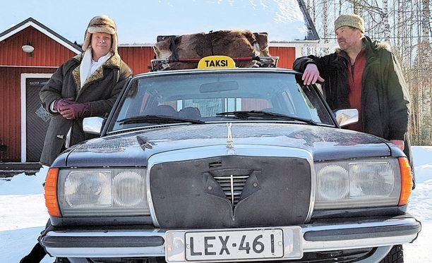 Bruno ja Jallu tapaavat niitä suomalaisia, jotka eivät saa kutsua Linnan juhliin.