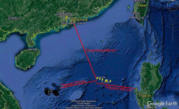 Viikko sitten perhe ajelehti keltaisten pisteiden kohdalla Etelä-Kiinan merellä.