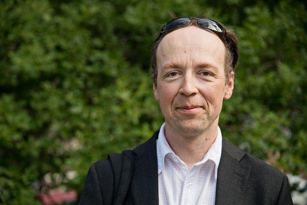 Jussi Halla-ahon mielestä oleellista olisi estää turvapaikanhakijoiden liikkuminen EU:n sisällä.