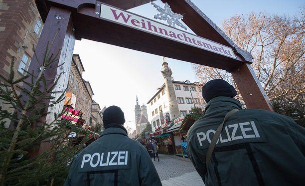 Epäilty oli käyttänyt useita henkilöllisyyksiä.