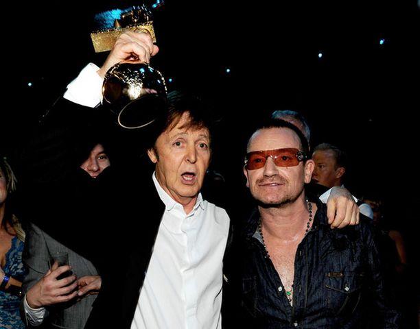 Paul McCartney tuuletti saatuaan erikoispalkintonsa.