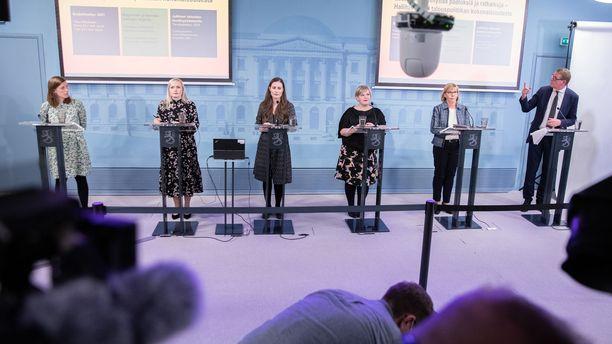Hallituksen johtoviisikko ja valtiovarainministeri Matti Vanhanen esittelivät budjettia keskiviikkona 16. syyskuuta,