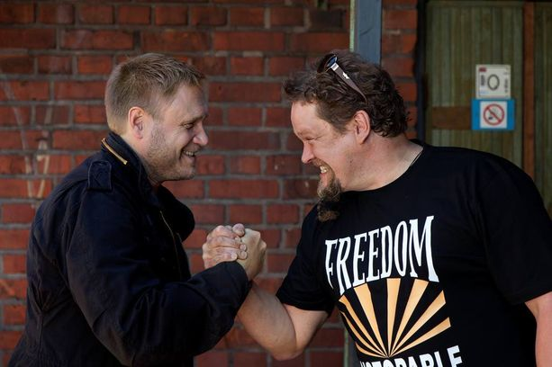 Samuli Edelmann ja Ville Haapasalo esittävät veljeksiä elokuvassa Tappajan näköinen mies.