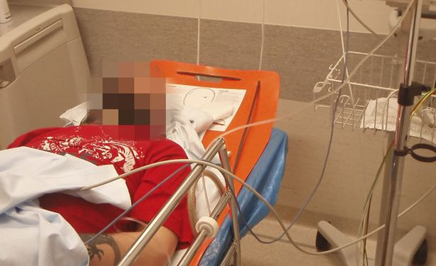 SAIRAALASSA Toni Turunen vietiin ambulanssilla suoraan Mustamäen sairaalaan, jossa niskamurtuma todettiin.