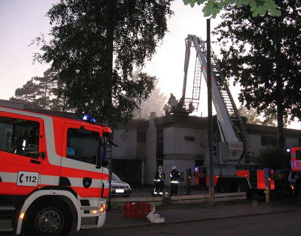 Neljän asunnon rivitalo syttyi palamaan Lauttasaaressa.