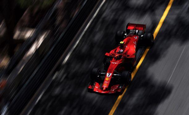 Ferrarin Kimi Räikkönen ajoi kakkosriviin Monacon aika-ajoissa.