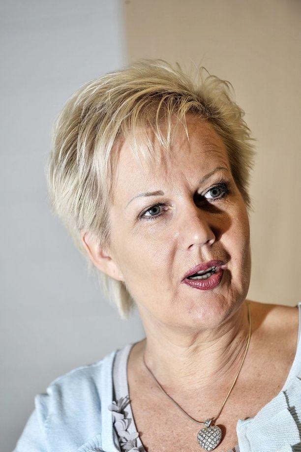 Suvi Lindén ei ole kertonut Ugandan matkastaan.