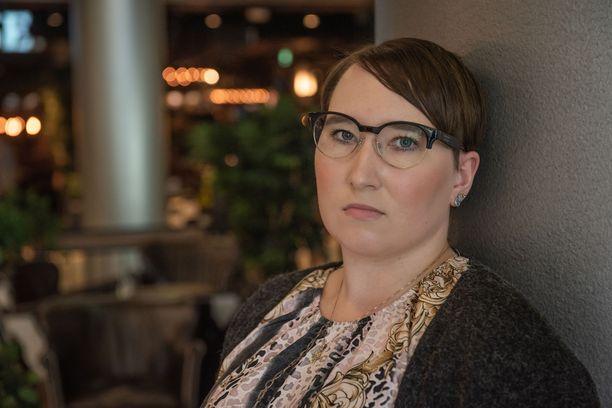 Pitkäkestoista koronaa sairastava Annamari Viljanen on ollut sairauslomalla viime huhtikuusta asti.