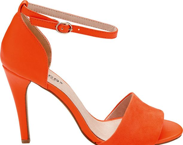 Sirolla nilkkaremmillä varustettu sandaletti on kesän kuuminta kenkämuotia. 59,95 €, Bianco Footwear