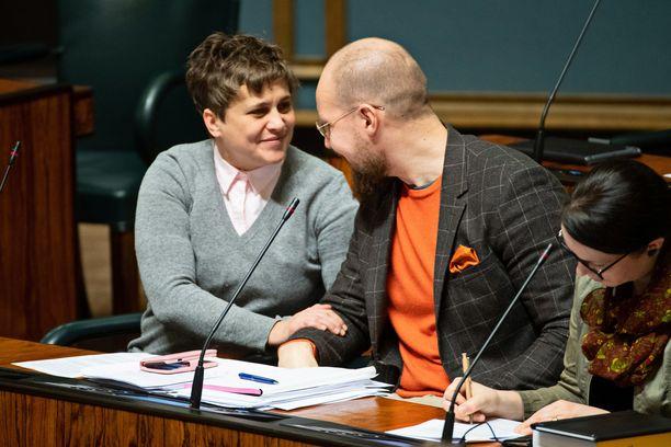 Silvia Modig (vas) ja Touko Aalto (vihr) putosivat molemmat eduskunnasta. Modig pyrkii nyt Euroopan parlamenttiin.