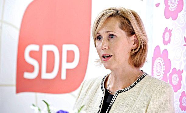Tuula Haataista kysyttiin SDP:n puheenjohtajaehdokkaaksi.