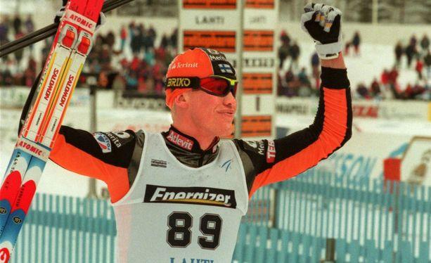 Jari Isometsä kauden 1995-96 hiihtoasussa.