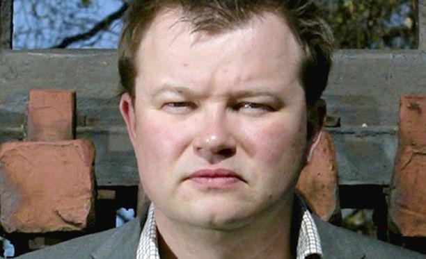 Olli Muurainen hyllytti päivätyönsä Pekka Haaviston kampanjan ajaksi. Tekemättömät työt odottavat nyt Billnäsissä.