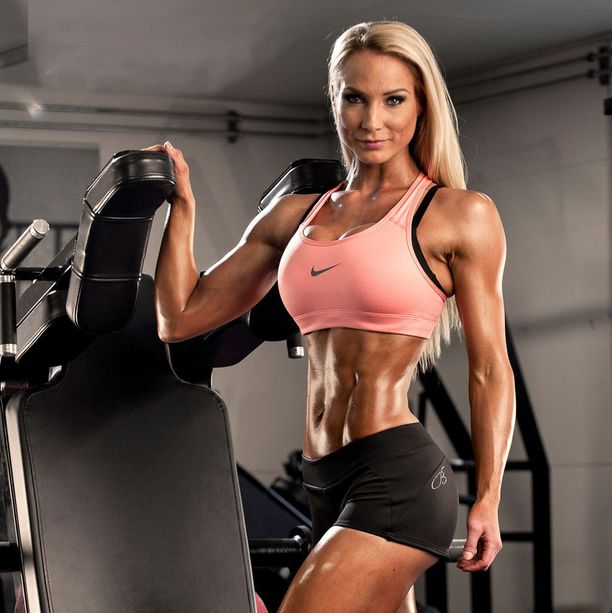 Anna Virmajoki kertoo, että bikini fitness on laji, jossa korostetaan naisellisuutta.