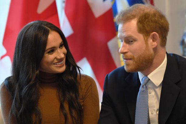 Harry ja Meghan aiheuttivat uutisellaan skandaalin Britanniassa.