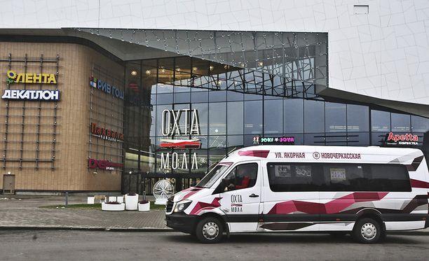 Seitsemän ostoskeskusta evakuoitiin parinkymmenen minuutin sisällä Pietarissa.