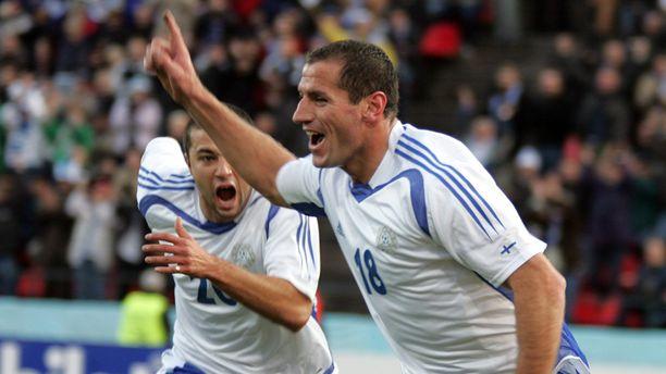Shefki Kuqi oli ensimmäinen Suomen jalkapallon A-maajoukkuetta edustanut ulkomaalaissyntyinen pelaaja. Hän viimeisteli kahdeksan maalia 62 maaottelussa.