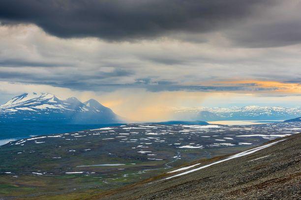 Lapin taikaa. Pohjoinen luonto tarjoaa elämyksiä ja maisemia, joita on vaikea ylittää. Kuvat Ruotsin Lapista.
