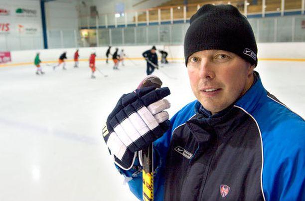 Minkä ikäinen kiekkolegenda Janne Ojanen on?